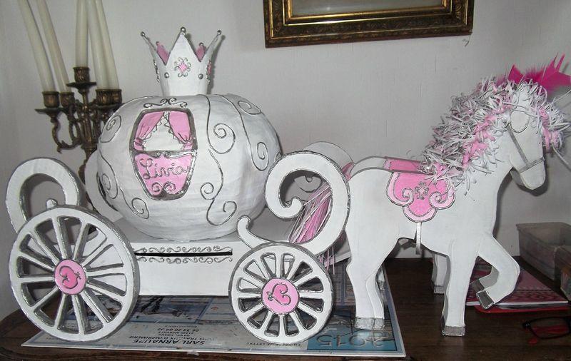 Urne de bapt me carrosse matsakarton mes cr ations en carton deco bapteme urne et urne - Carrosse de princesse ...