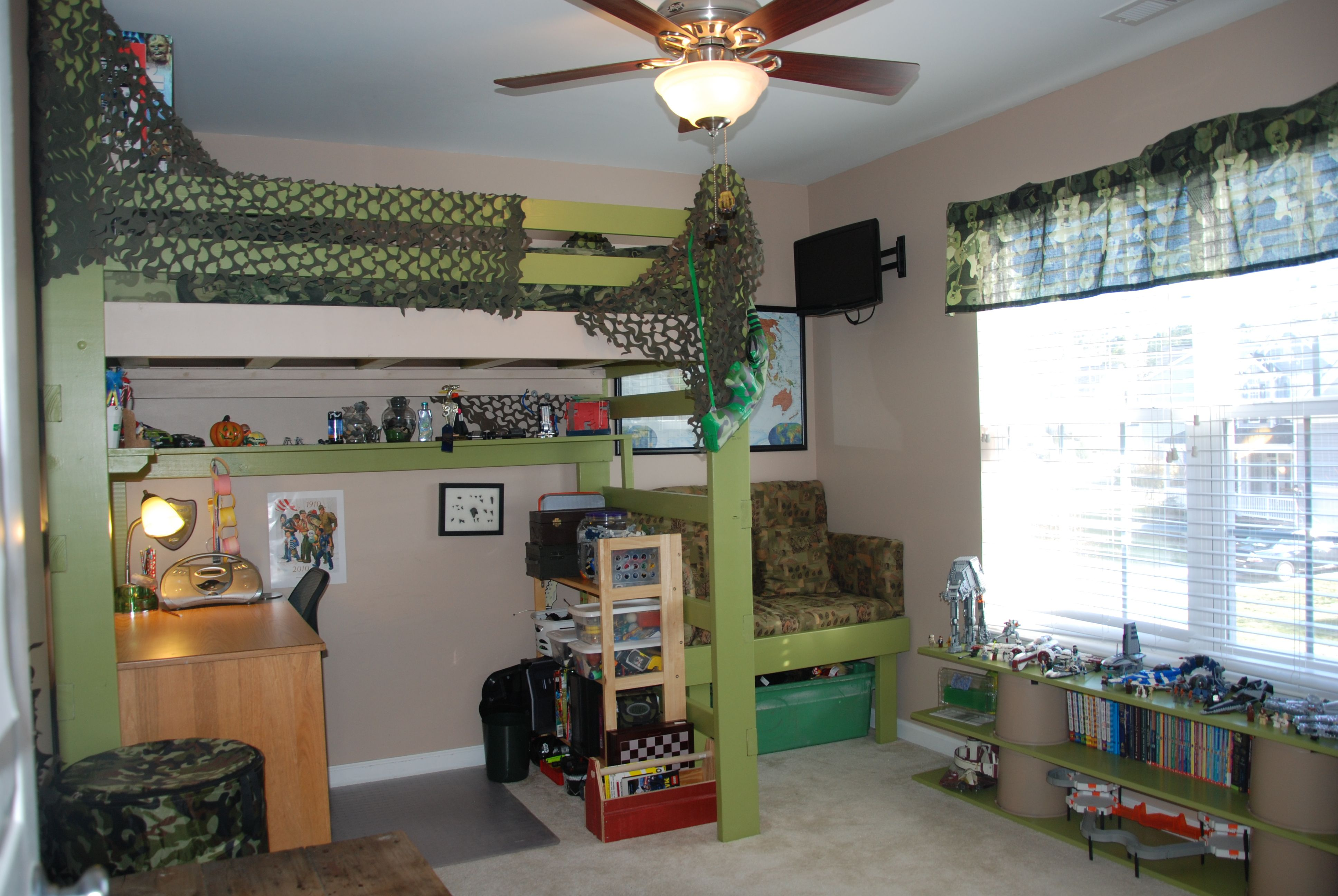 Pin By April Williams On Diy Small Boys Bedrooms Boys Loft Beds Boy Room Themes
