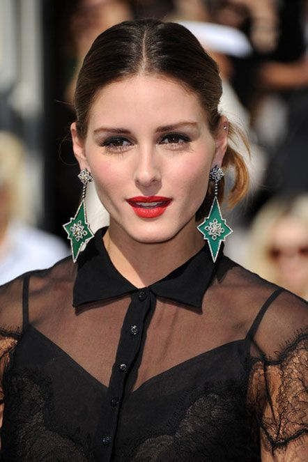 Red Lips Green Earrings Look Striking Together Look Olivia Palermo