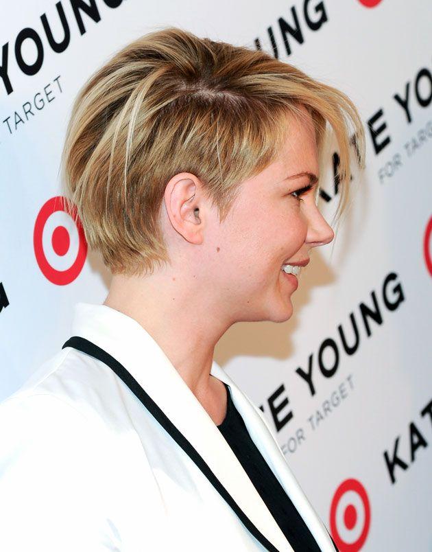 Haircut corte con laterales más rasurados y un flequillo largo y desfilado
