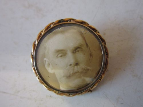 14k-Yellow-Gold-Victorian-Portrait-Mourning-Brooch-Pin-of-Middle-Aged-Man