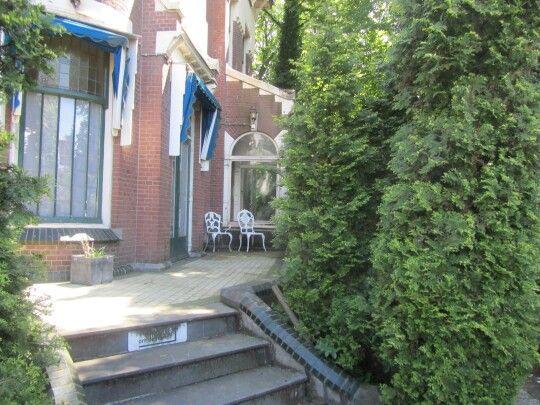 Villa t.o.v. station noord hoek Straatweg-Ceintuurbaan.  Het voormalige notarishuis .Na de oorlog enige tijd een kindertehuis geweest
