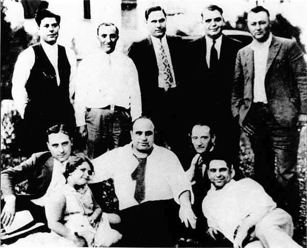 Al Capone S Family Photo Taken In S Chicago Heights Top Row Far Right Sam Costello Al Capone Mafia Crime Chicago Outfit