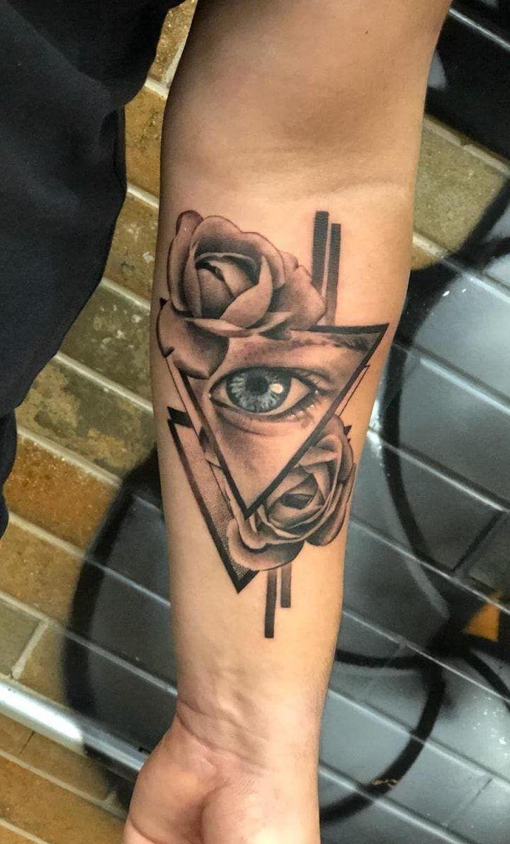 tatuagem feminina olho braço com rosadelicada braco