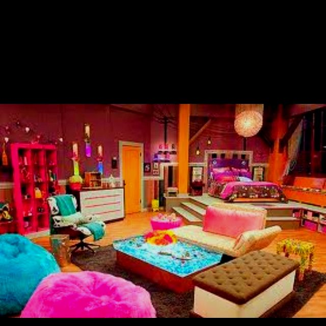 icarly bedroom. Awsome icarly room  I WANT THIS ROOM
