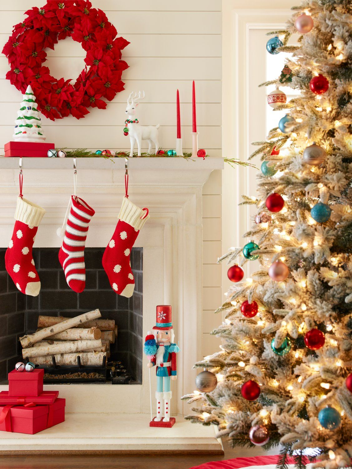 Delight Family And Friends This Season With Fun Christmas Mantel Decorating Ideas Indoor Christmas Decorations Indoor Christmas Christmas Mantel Decorations