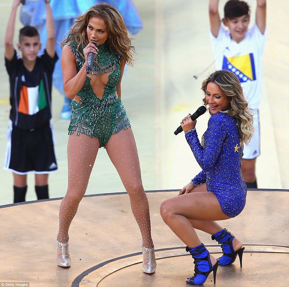Shakira mundial brasil feet - 4 5
