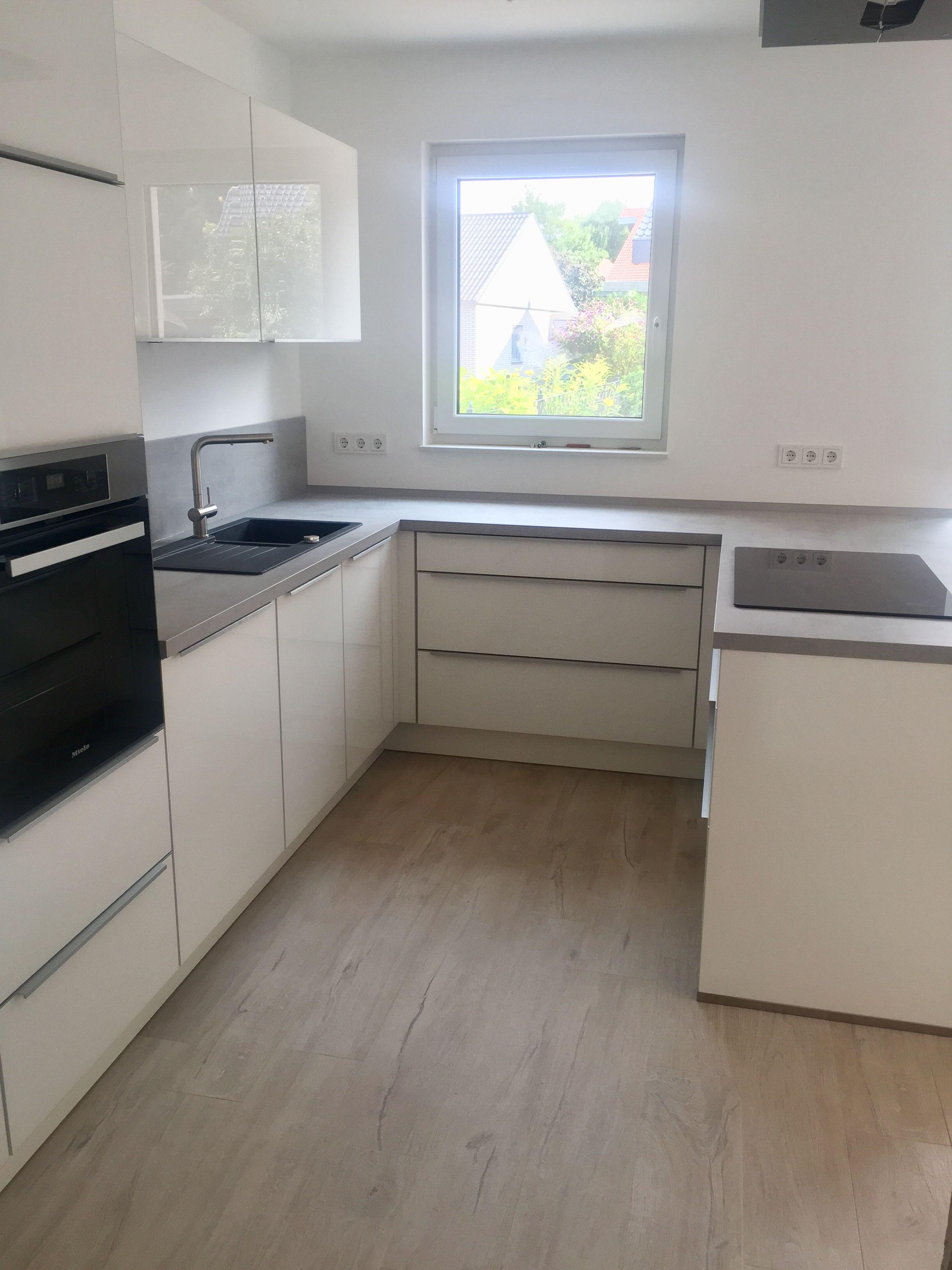 Küchendesign 2018 küche  weiß glas  nobilia  hochglanz  arbeitsplatte betonoptik