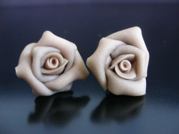 Pretty Retro Vintage Style BeigeResin Rose by NGvintagelove