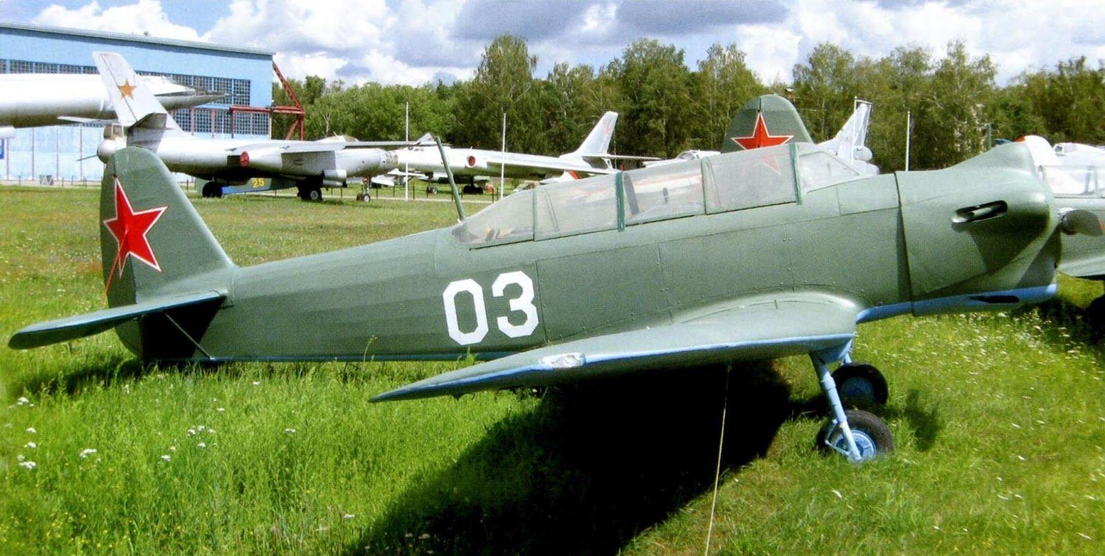 Як-18+в+экспозиции+Монинского+музея.jpg (1600×805)