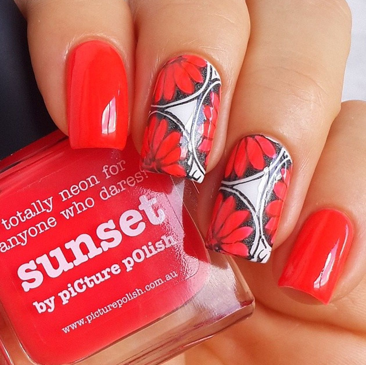 piCture pOlish DAISIES = 'Sunset' nails by Solo Nails!  Shop on-line: www.picturepolish.com.au
