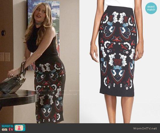 Gloria s black floral pencil skirt on Modern Family in 2019  5527da5d4