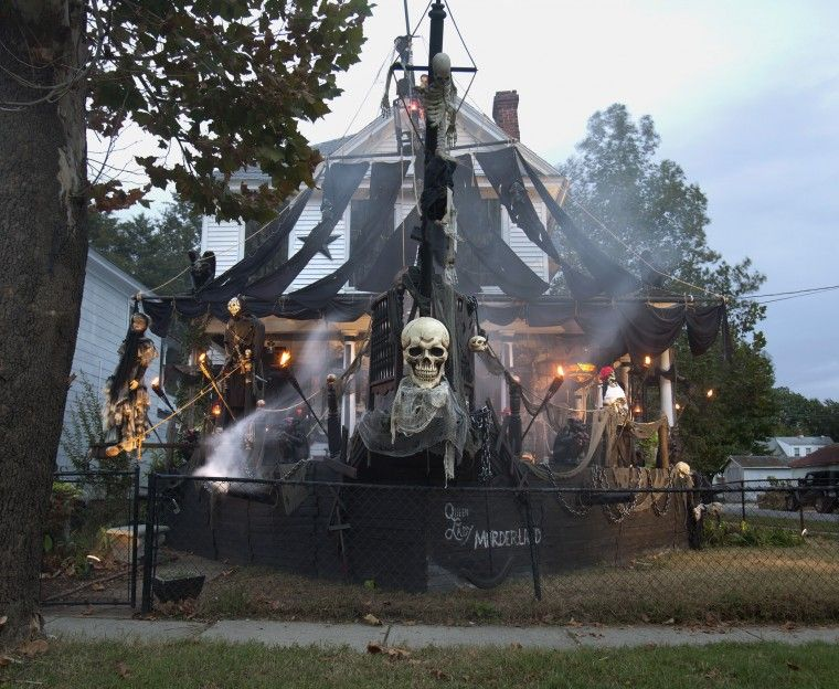 halloween whole house pirate ship - Pirate Halloween Decorations