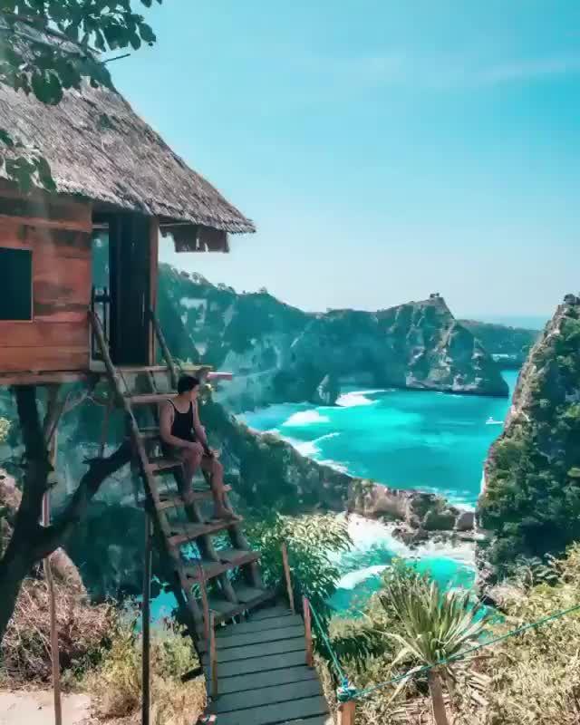 Would you stay on this unique hotel?   Nusa Penida Island Bali Indonesia🌴🇮🇩 #baliindonesia #triptobali #nusapenida . Video by: @mgtenazas