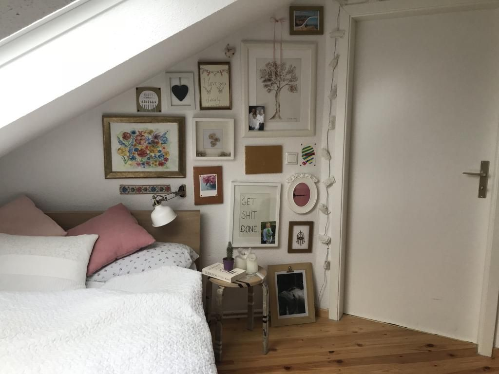 Dachgeschoss Zimmer Mit Kuschligem Bett Wg Zimmer Cosy Bilder Zimmer Mit Dachschräge Einrichten Wg Zimmer Zimmer Einrichten