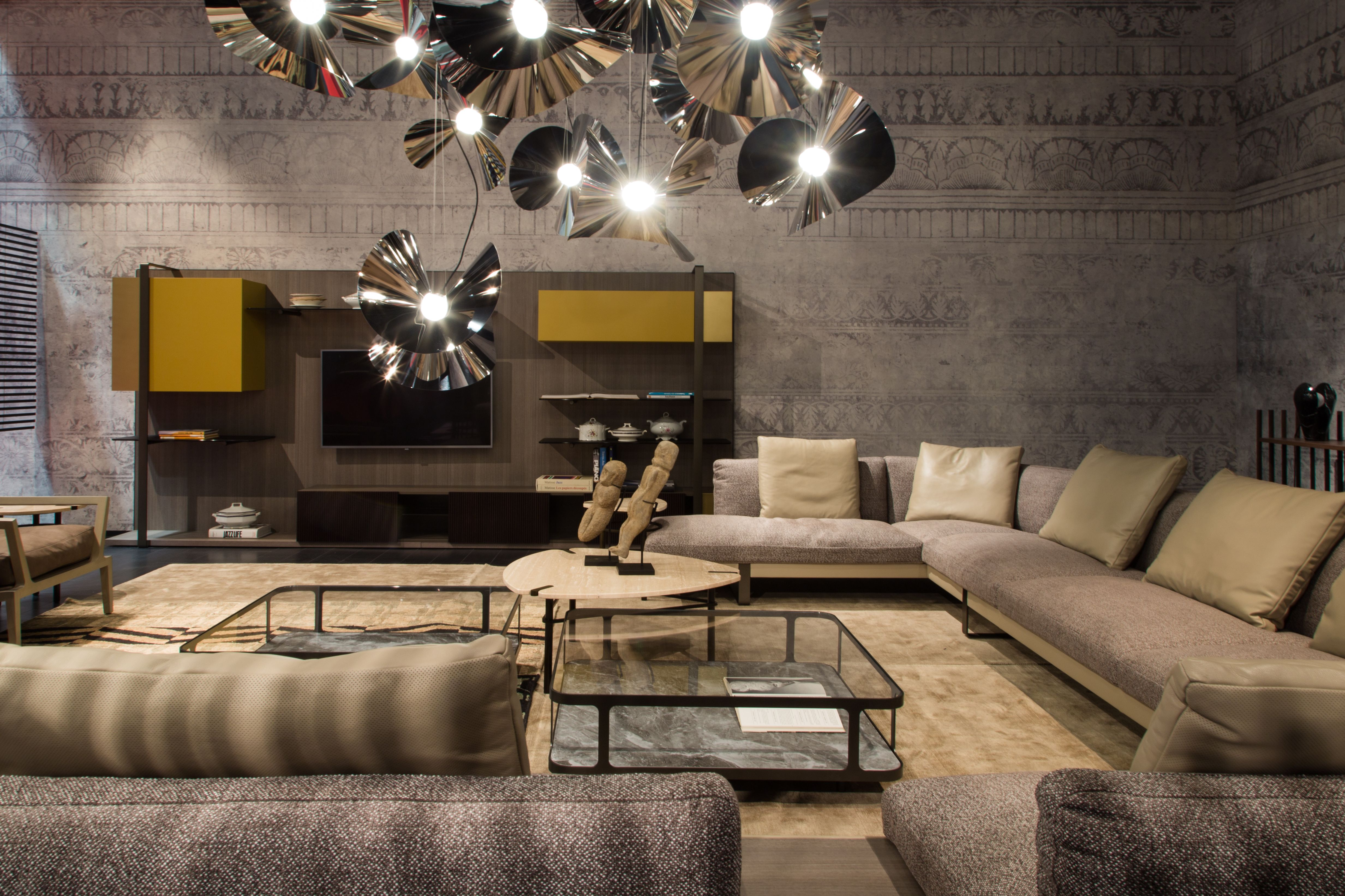 Roche Bobois Libretto Collection Designed By M Manzoni And R Tapinassi Casacade Cocktail Tables Designed By Fabrice Berrux Mariposa Lighting D Appartement