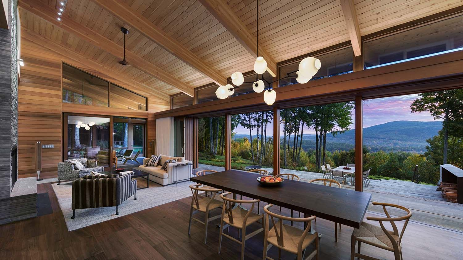 Mountainside Home Offers Sweeping Views Over The Berkshires Modern Cabin House Design Cabin Decor