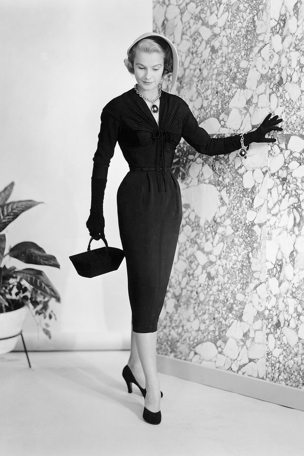 cf45b100113 1950s Fashion Photos and Trends - Fashion Trends From The 50s   FashionTrendsVintage