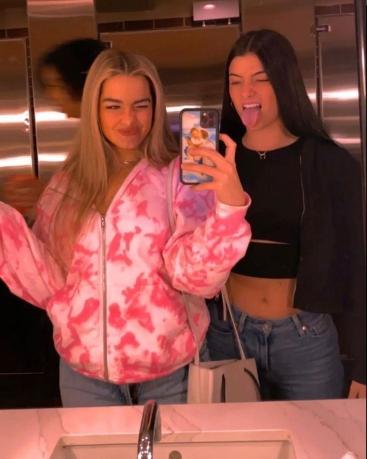 Charli and Addison🌸🦋💕 in 2020 | Girl celebrities, Friend ...