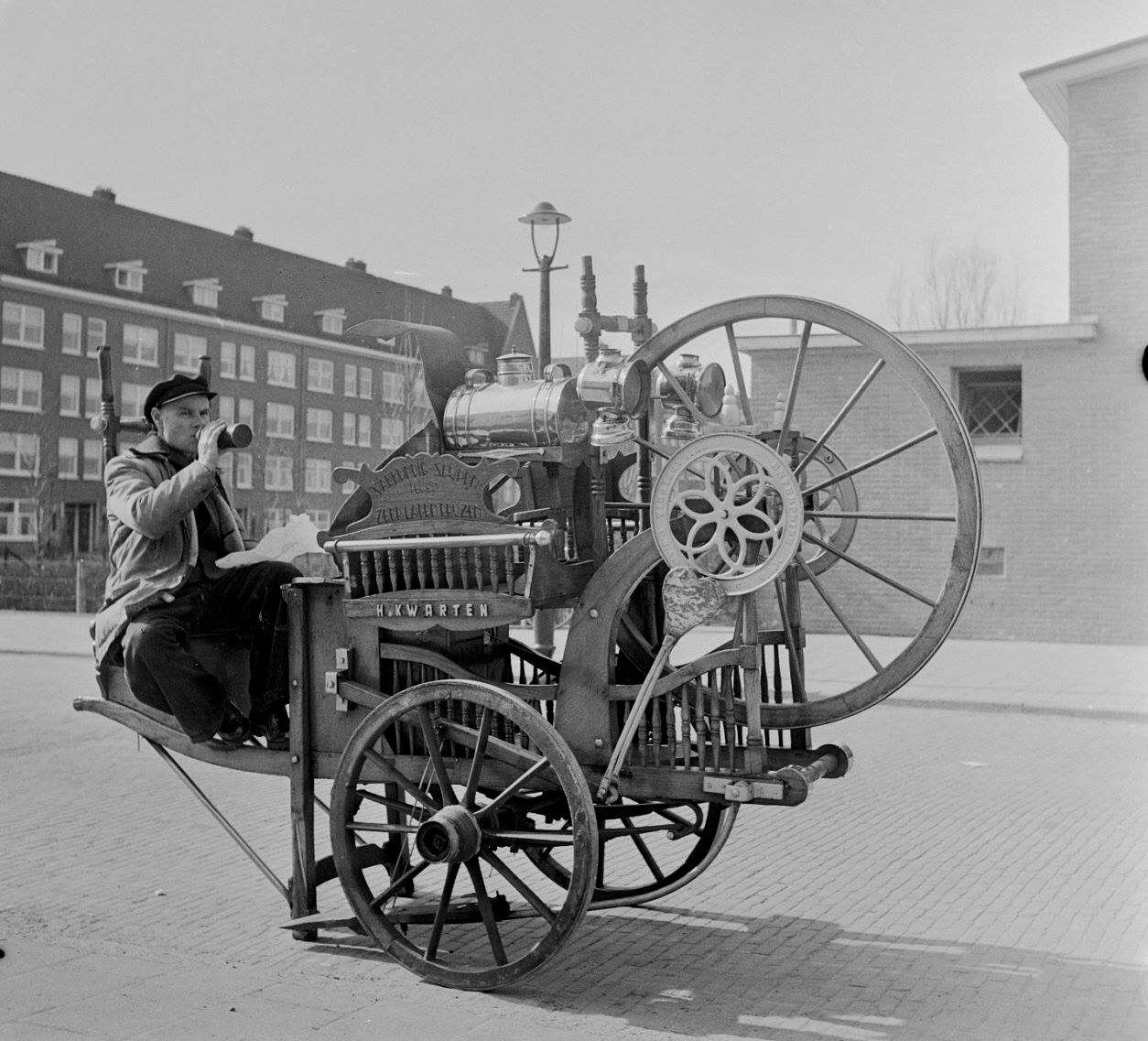 Voorjaar In Amsterdam Lunchtijd Van De Scharensliep 10 Maart 1953