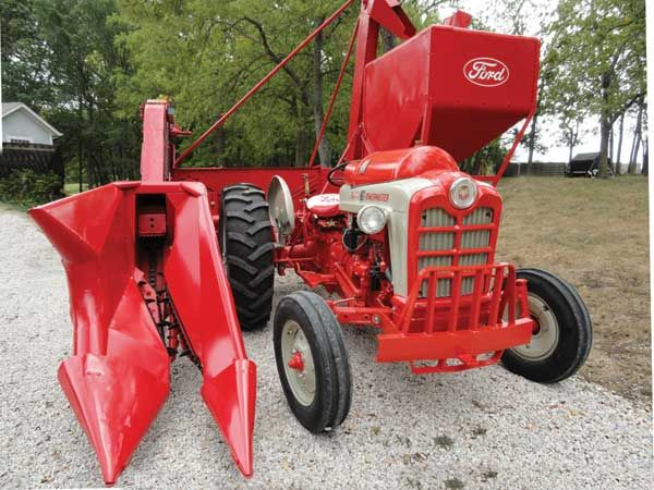 1957 Ford 1 Row Mounted Corn Picker Sheller Pairs Up With Ford 861 Lp Other Farm Tractors Tractors Antique Tractors Farmall Tractors