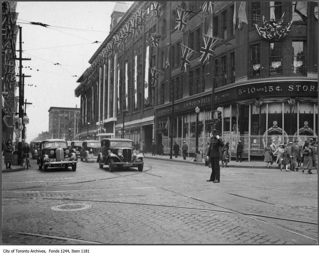 Early F W Woolworth Store Queen Yonge Sts Toronto Vintage Photographs Street Toronto Street