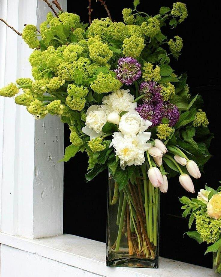 Nidia Perez On Instagram Uma Quinta Feira Abencoada Pra Voce By Pinterest Tulips Arrangement Modern Flower Arrangements Flower Arrangements