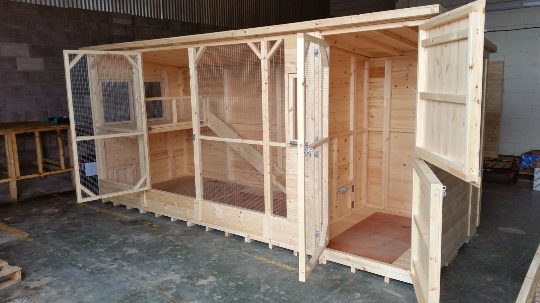 14x5x6 5ft Rabbit Kennel With Run It Has A Shelf Inside The Run
