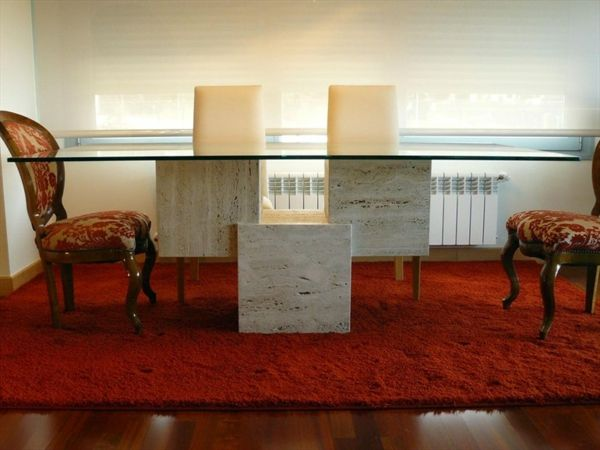 Moderne Esszimmer Einrichtung kombiniert Kunst und Minimalismus