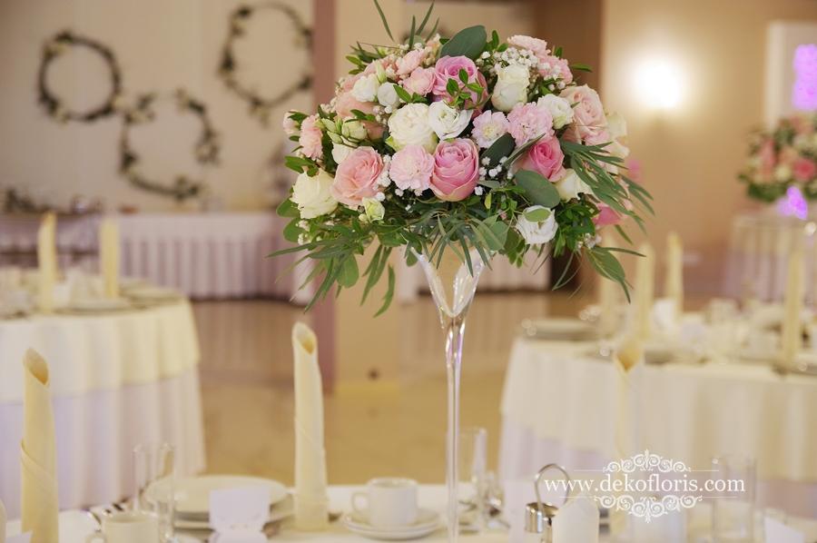 Bukiety Na Stoly Weselne Szukaj W Google Pink Wedding Table Decorations Wedding