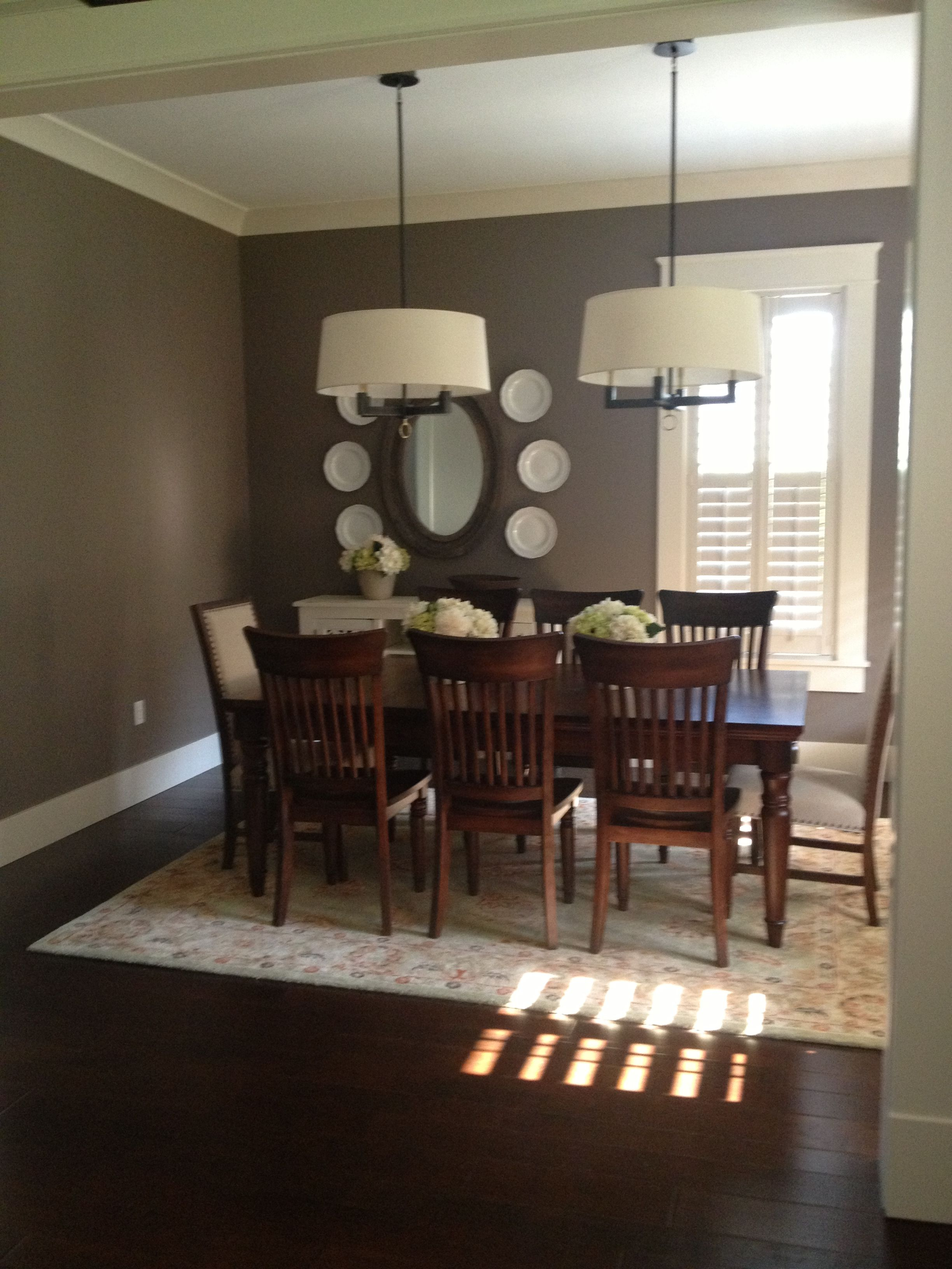 Room Facing Dining Table
