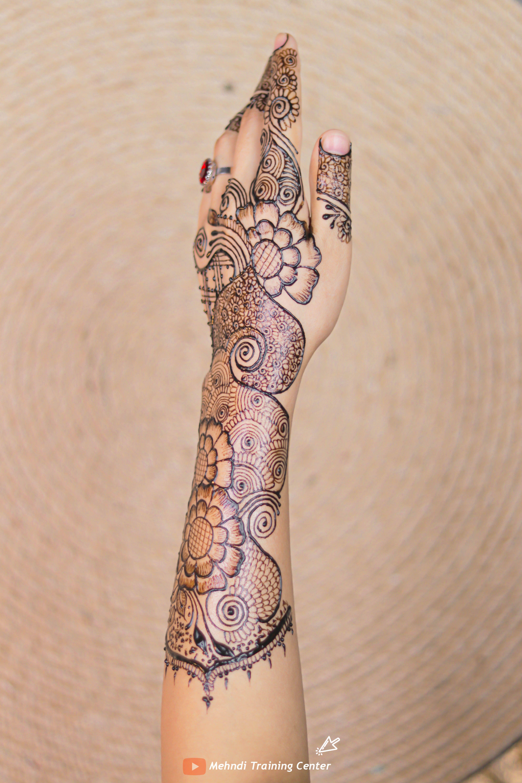 أجمل تصميم للحناء باليدوية رسمة بالحناء للمبتدئات مع تصميم بسيط و انيق الحناء الباكستانية Henna Hand Tattoo Hand Henna Mehndi Designs