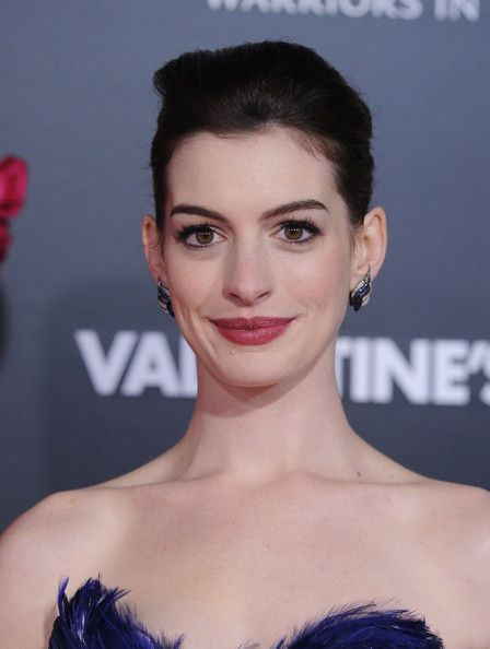 Anne Hathaway Photos Photos Valentine S Day World Premiere In