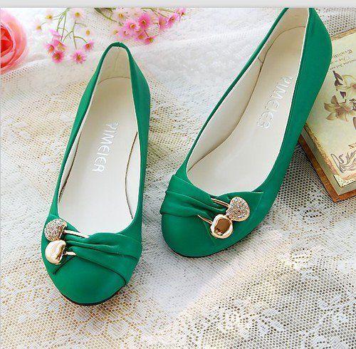 Sapatilhas: Foram inspiradas nos sapatos de ballet. Podem ter o bico arredondado, quadrado ou pontudo.