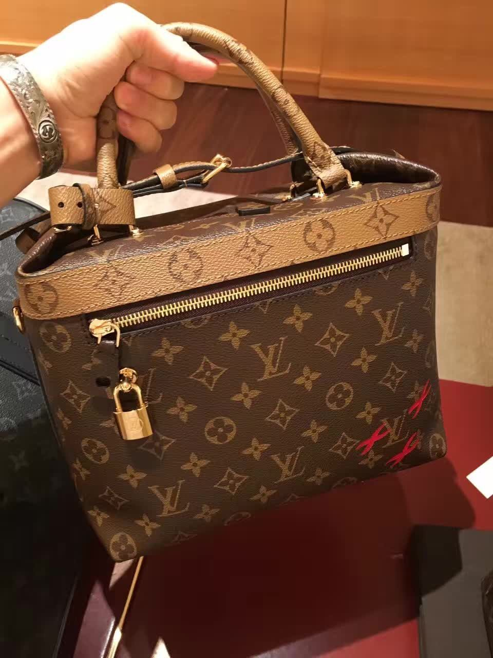 louis vuitton monogram city cruiser pm bag m42410 handbags. Black Bedroom Furniture Sets. Home Design Ideas