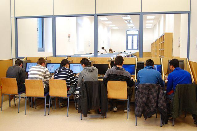 Biblioteca De La F De Empresa Y Gestión Pública Home Decor Conference Room Room