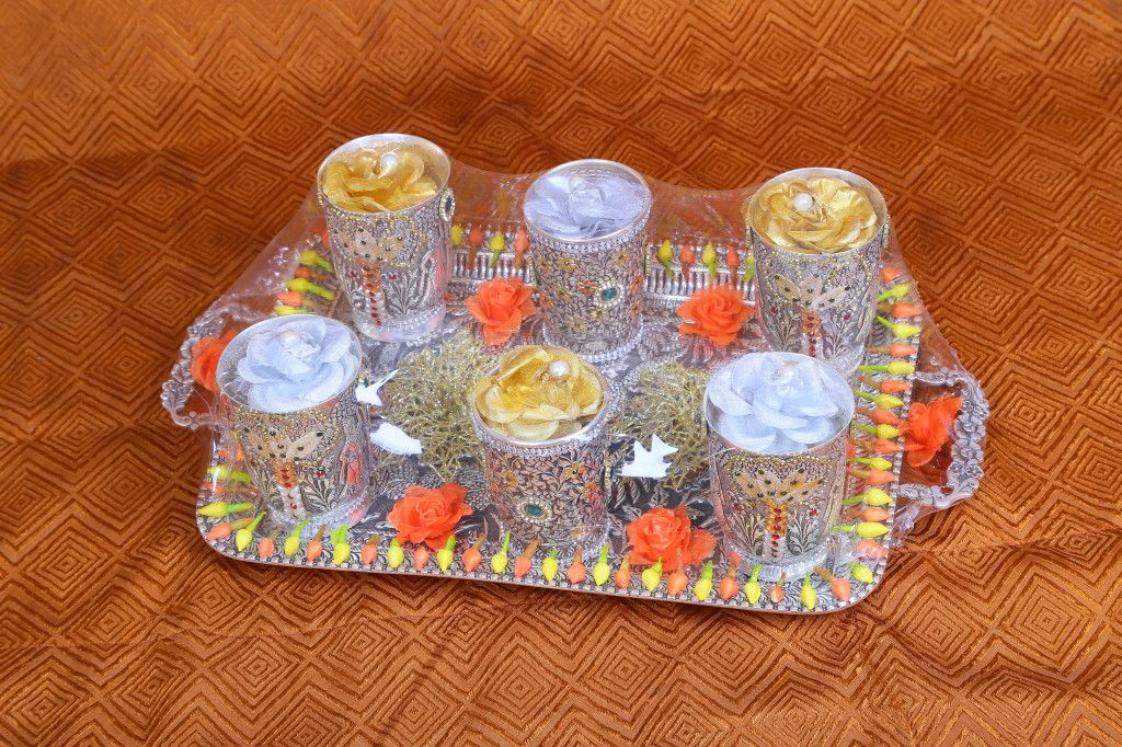 Plate Decoration Ideas for Indian Ceremonies & Plate Decoration Ideas for Indian Ceremonies | Wedding venues ...