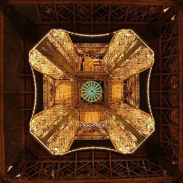 Der Eiffelturm Von Unten Fotografiert