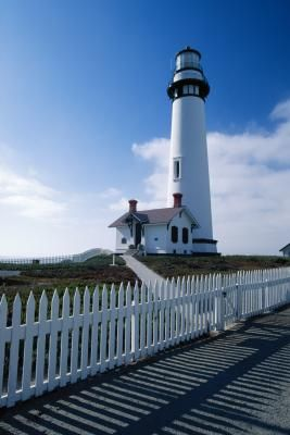 California has more than 40 lighthouses along its coastline and many are open to the general public. A small handful of California's lighthouses along the northern coast offer overnight stay ...