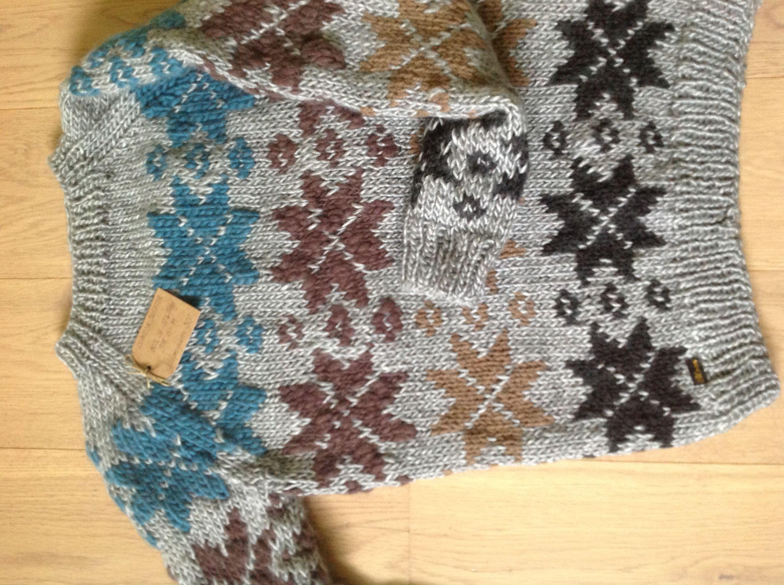Islandsk sweater i uld/akryl og reste garn...