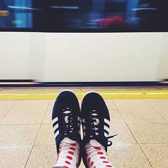 Y caminando por la ciudad nos hemos encontrado esta magnífica foto de @espealarconmu GraciaS!!! Nos ha encantado encontrarte en el #camino! #madeinbarcelona #madeinSpain #tw #cool #style #fashion #moda #nice #flipflops #smile #happy #friends #menswear #shopping #happy #streetstyle #pasion #regalo #Stepbystep #calcetines #socks