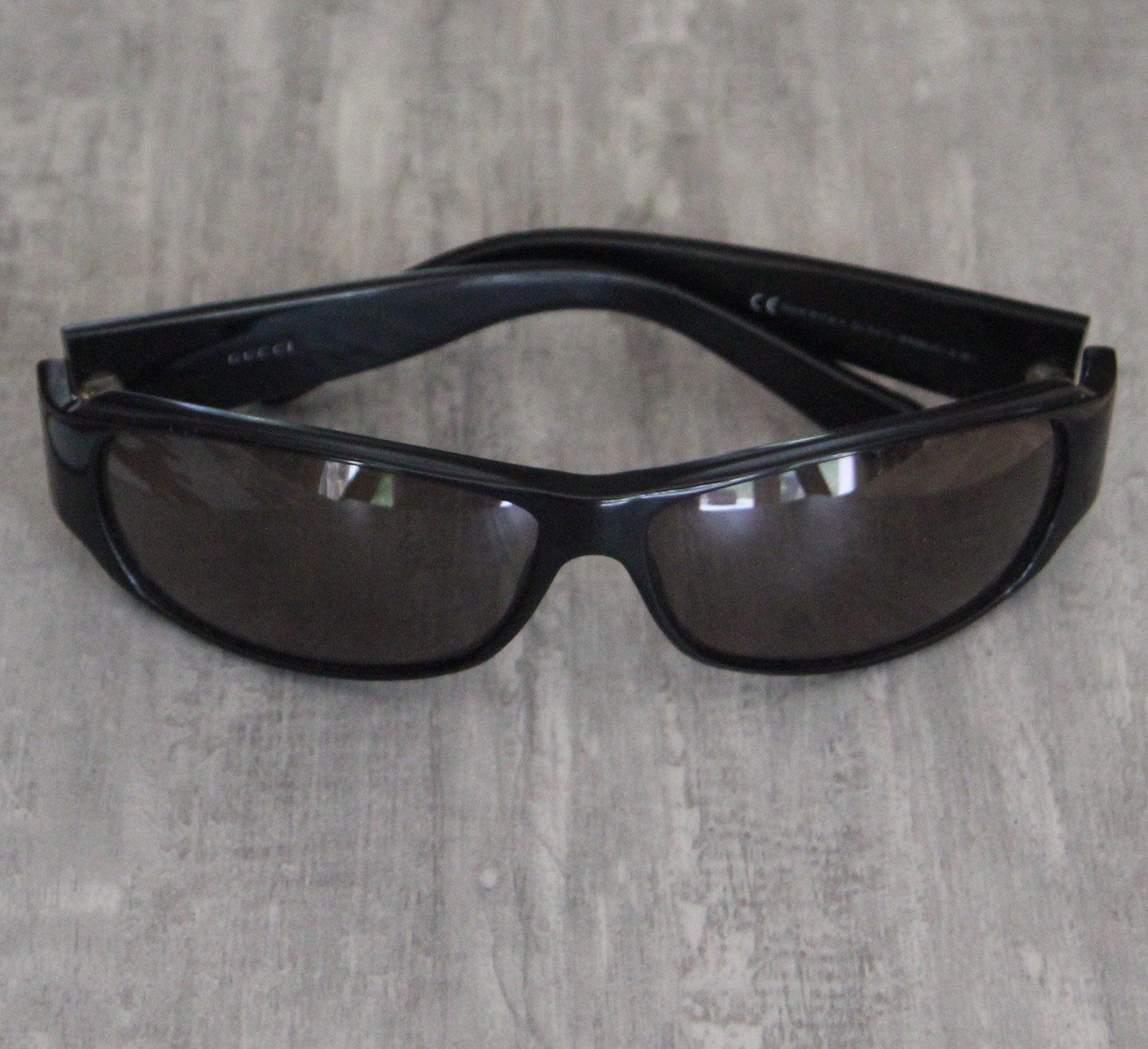 lunette de soleil GUCCI, femme, made in Italy, état vintage 90 S, monture  noire, verres fumés, shabby chic,rectangulaire, mode, élégance 8072cc87d1b2
