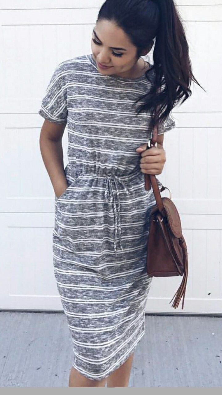 Comfy casual summer dress with pockets and short sleeves modest