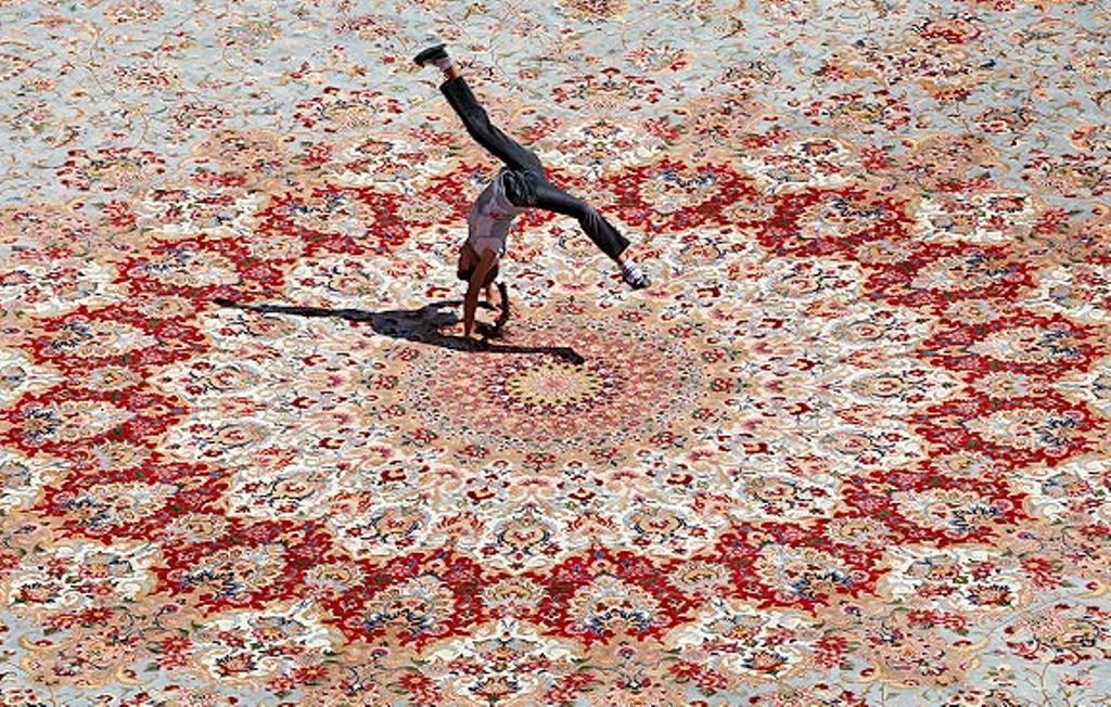 Largest Carpet Persian Rug In The World In Iran Carpet Shops Iranian Carpet Patterned Carpet