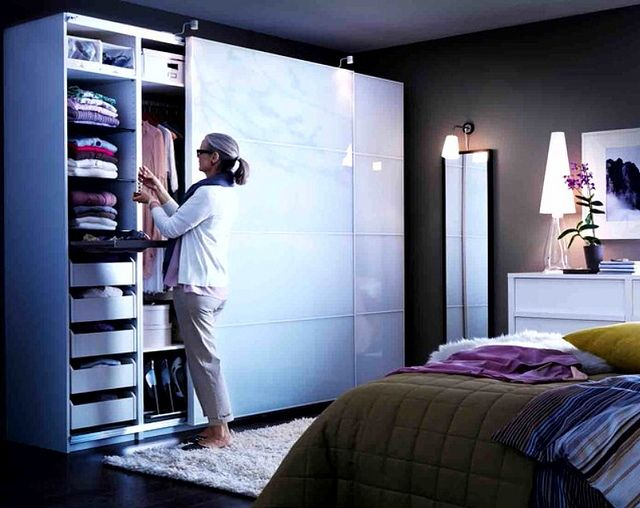ikea pax walk in closet einrichtungs inspirationen pinterest ankleidezimmer schlafzimmer. Black Bedroom Furniture Sets. Home Design Ideas