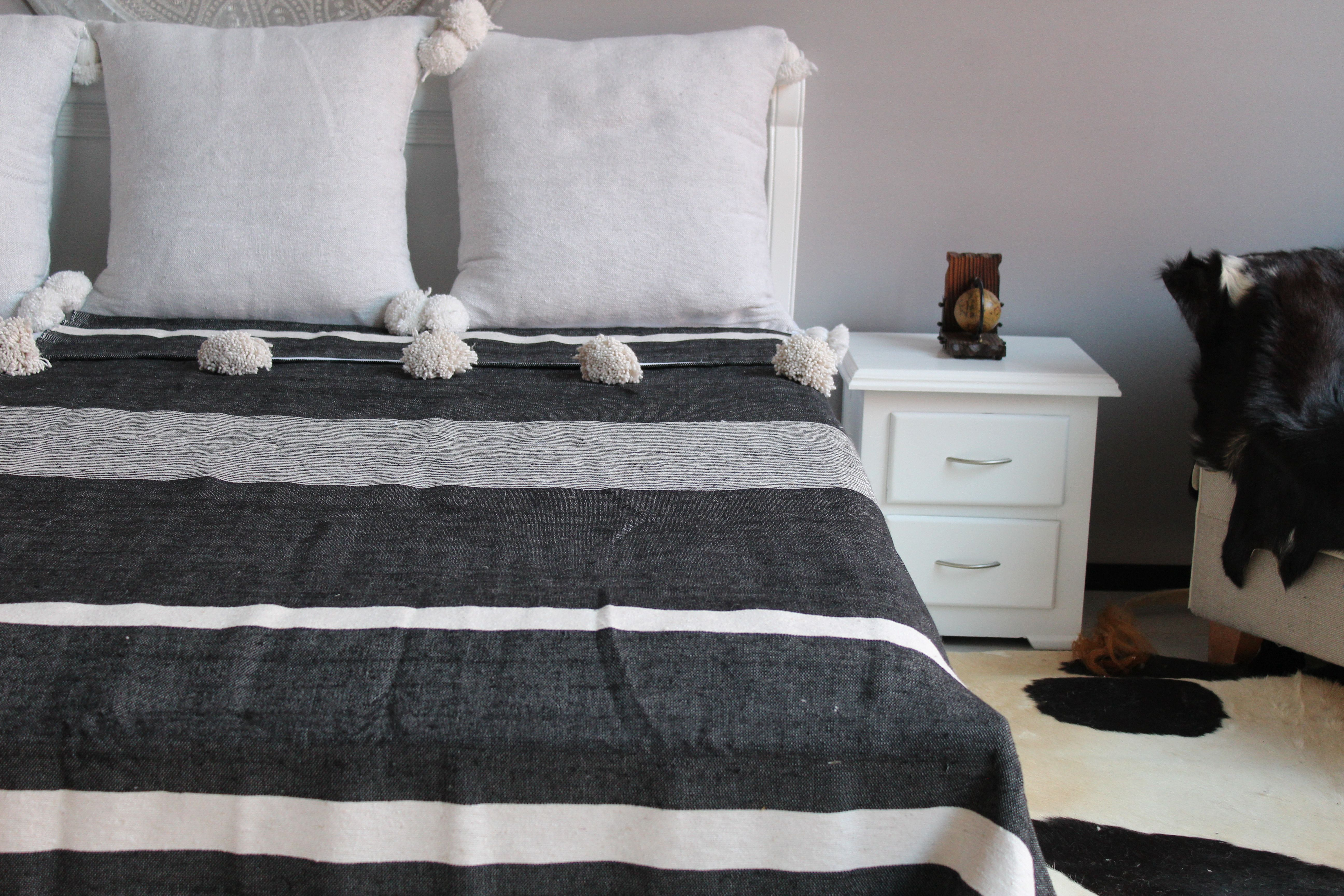Duvet Cover Blanket made from Hand Woven Cotton Moroccan White Pompom Throw Blanket with Tassel Sofa Couch Throw Bed End Throw Blanket