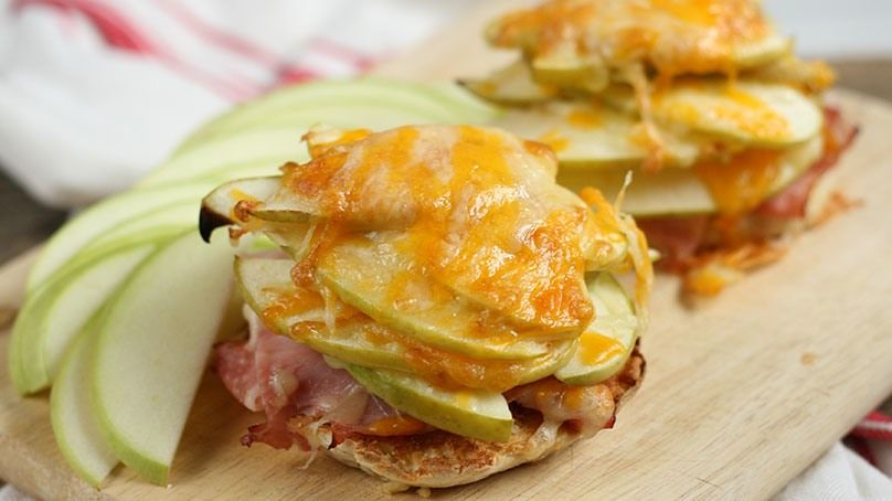 English muffin with apple ham and cheddar recipe
