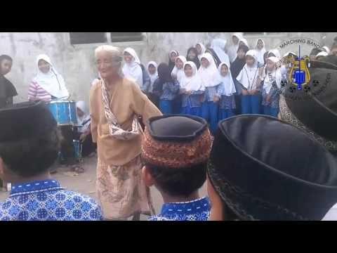 Marching Band MTs Miftahul Huda Kedokan Bunder Latihan - YouTube