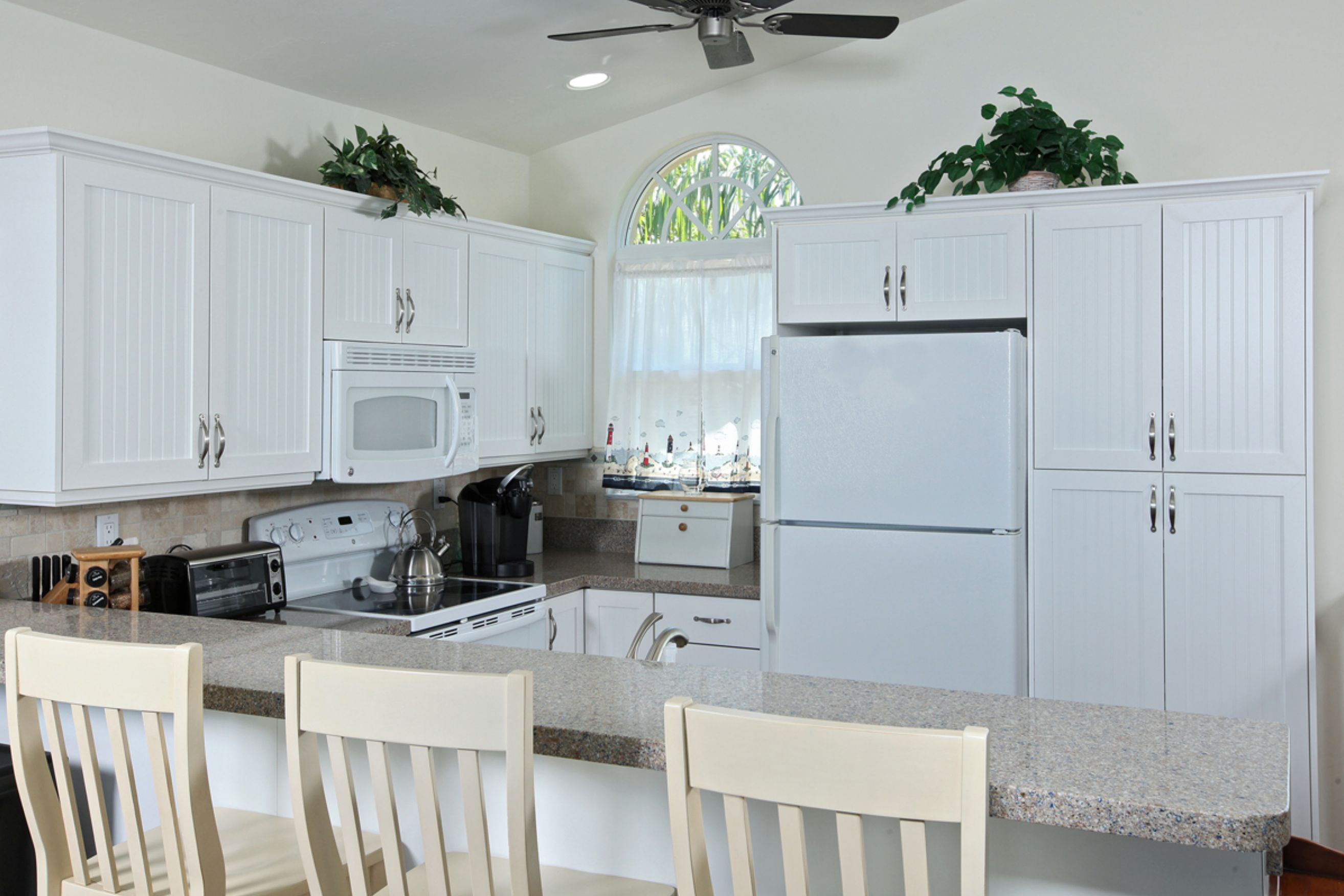 Newly Remodeled Kitchen With Quartz Countertops.