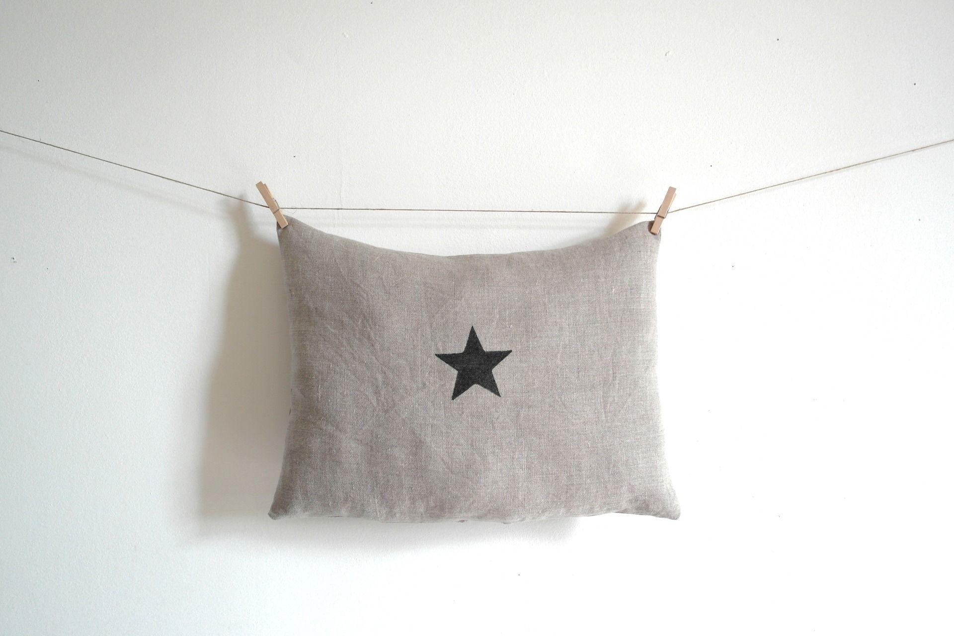 un style scandinave et tendance pour ce coussin en lin et toile textiles et tapis par 3. Black Bedroom Furniture Sets. Home Design Ideas